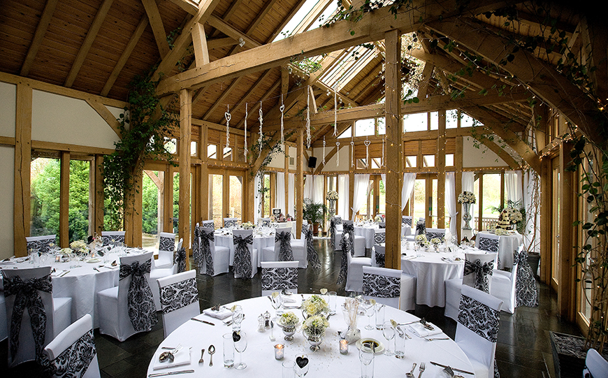 10 Romantic Wedding Venues That You Won't Want To Miss - The Oak Tree of Peover | CHWV