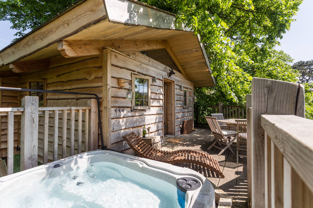 12 Once In A Lifetime Honeymoon Ideas - Lime Treehouse | CHWV