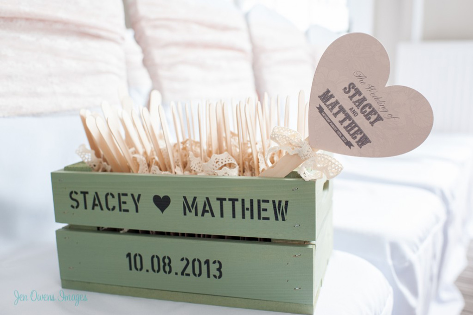 Fans for your wedding guests  - Totally ingenious ideas for an outdoor wedding