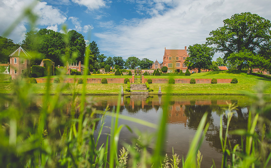 15 Manor House Wedding Venues For A Summer Wedding - Oxnead Hall | CHWV