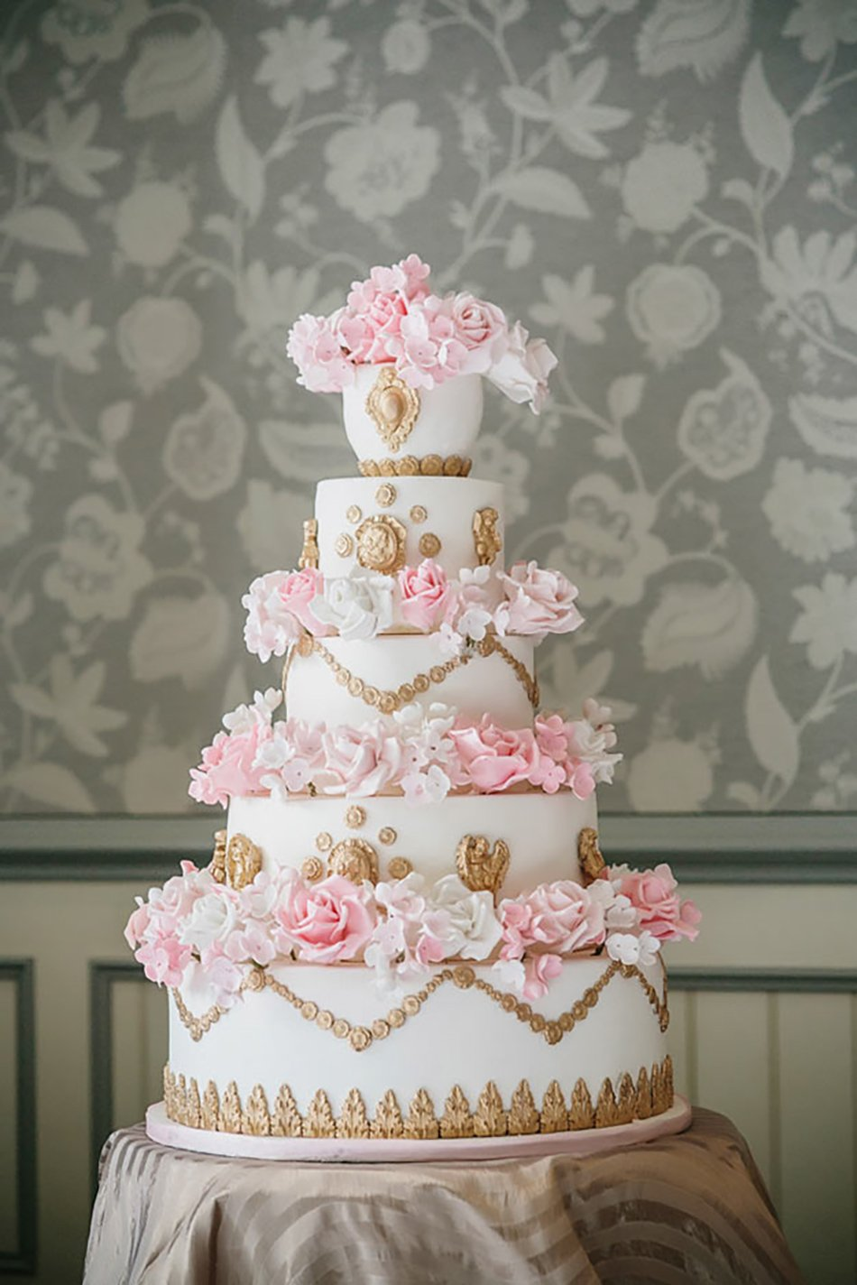 gold and pink wedding cakes pastel pink wedding cakes chwv 14740