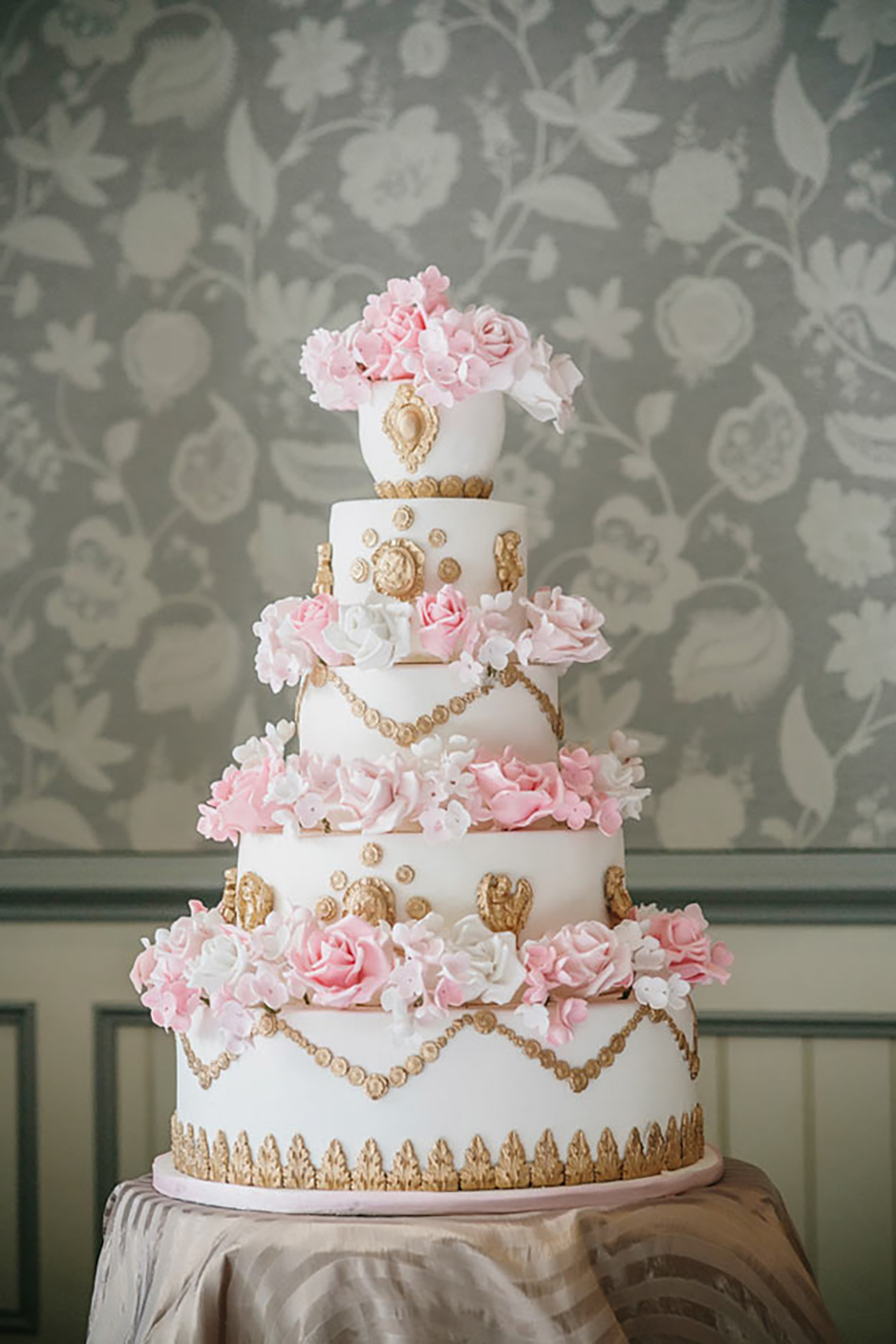 Wedding ideas by colour: pastel pink wedding cakes - Hint of gold | CHWV
