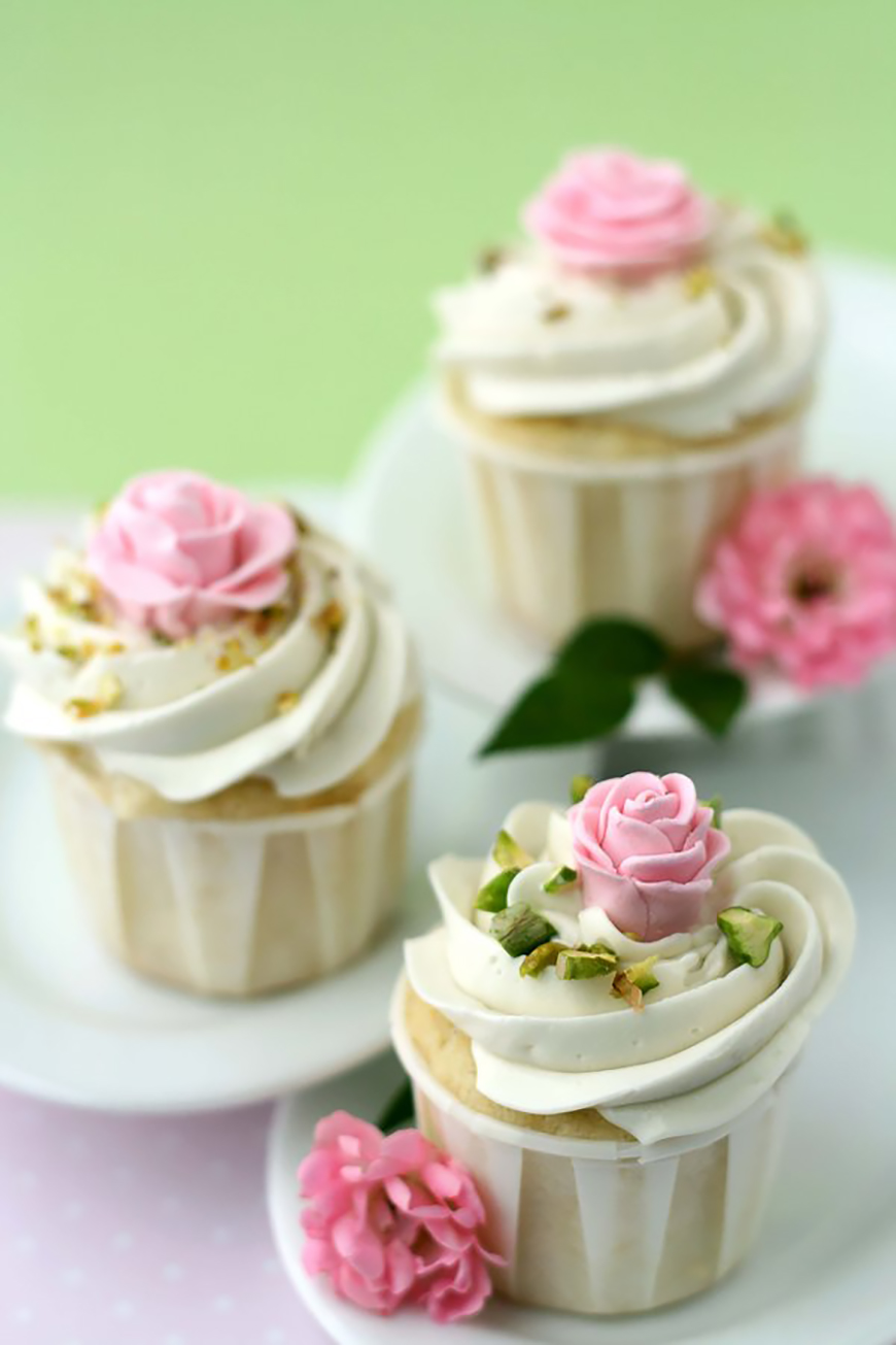 Wedding Ideas By Colour: Pistachio Green Wedding Theme - cupcakes |  CHWV
