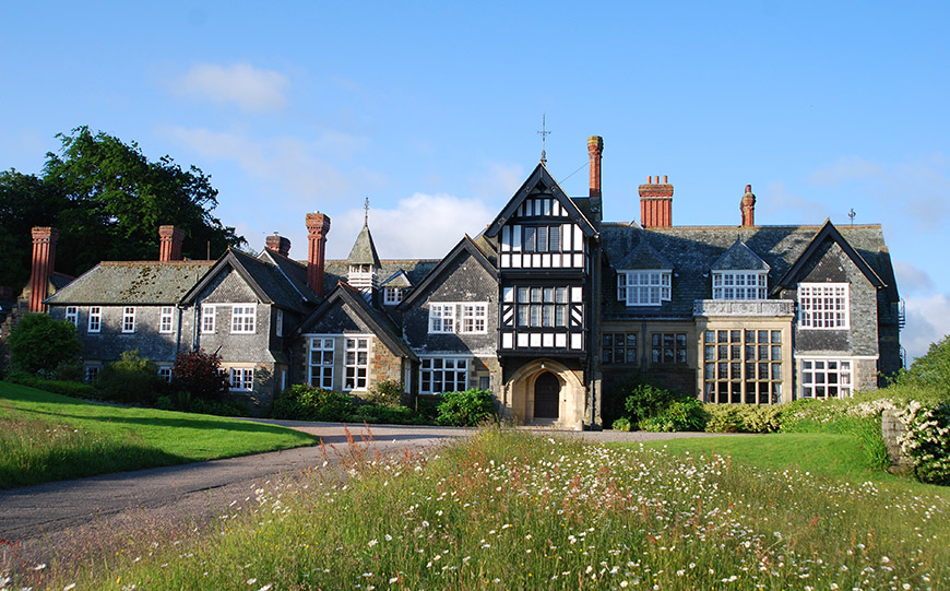 15 Manor House Wedding Venues For A Summer Wedding - Plas Dinam  | CHWV