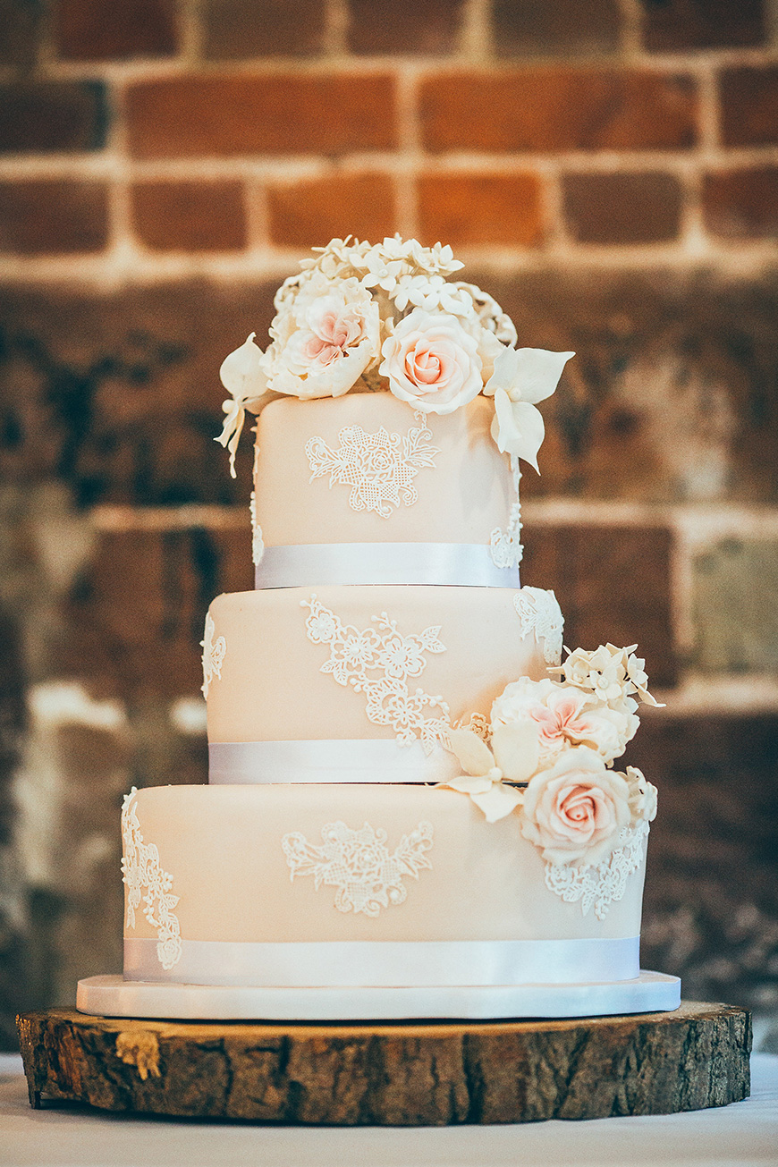 Quirky Wedding Traditions - The cake | CHWV