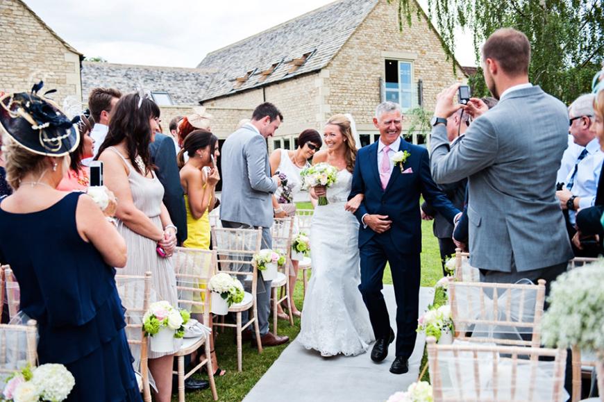 11 Romantic Wedding Venues For A Summer Celebration - Hyde Barn | CHWV