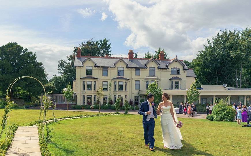 15 Manor House Wedding Venues For A Summer Wedding - Southdowns Manor | CHWV