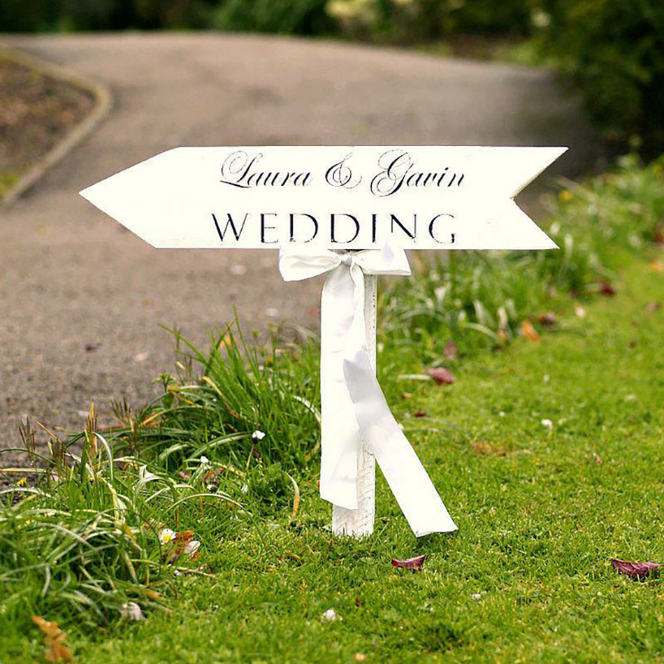 Style an Outdoor wedding - Outdoor arrow sign | CHWV