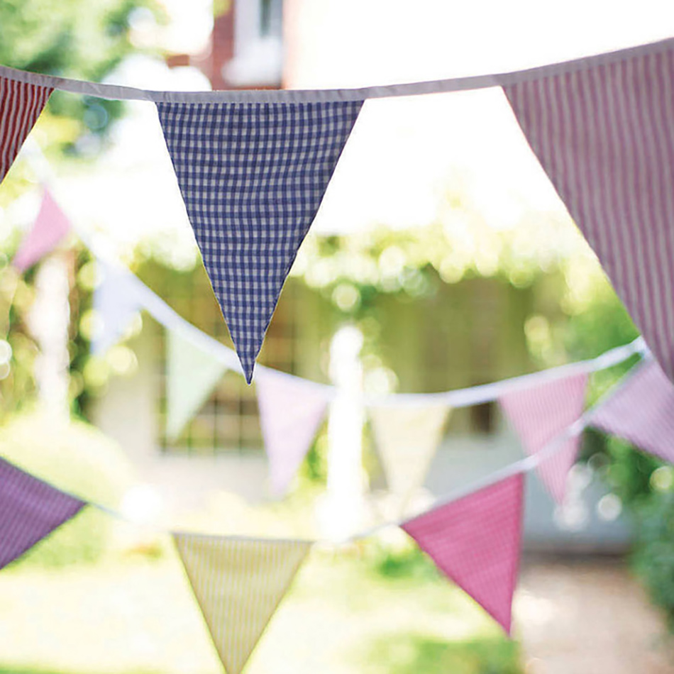 Style an Outdoor wedding - Country wedding bunting | CHWV