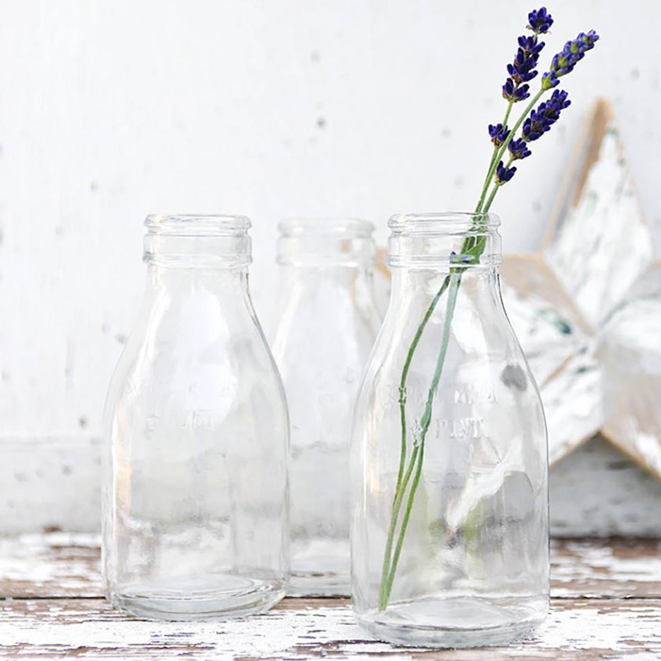 Style an Outdoor wedding - Milk bottle vase centrepiece | CHWV