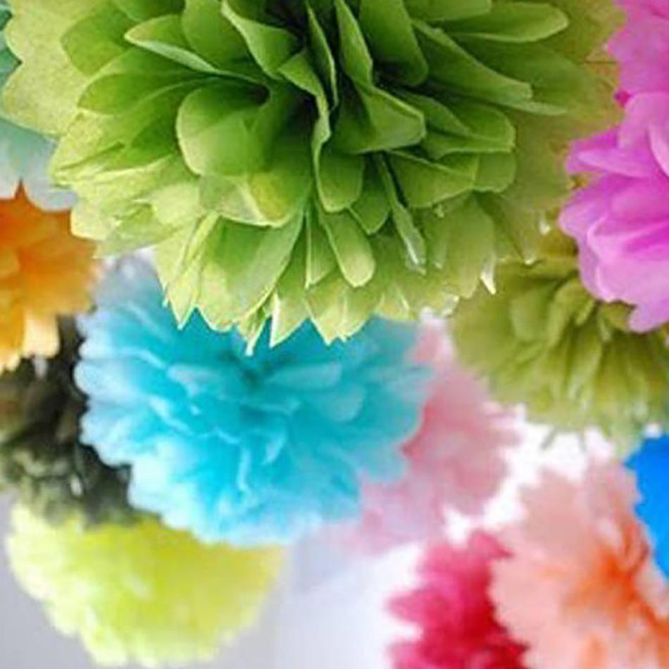 Style an Outdoor wedding - Pom pom tissue balls | CHWV