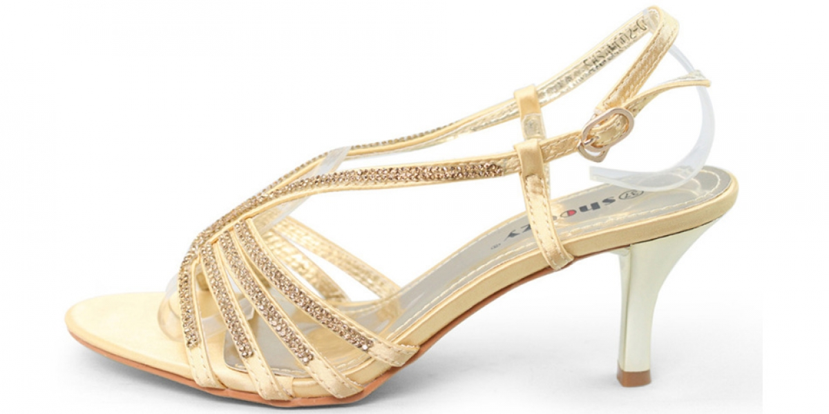 Weddings by colour - Gold wedding shoes | CHWV