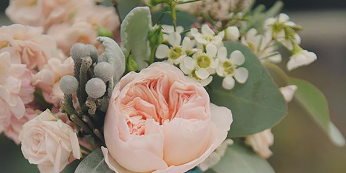Wedding ideas by colour: pastel peach table décor | CHWV