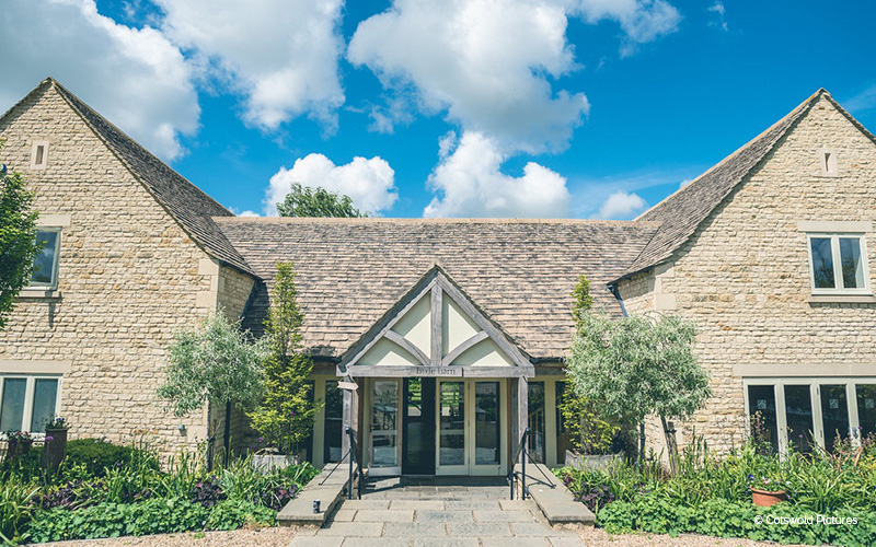 Hyde House and Barn wedding venue in Gloucestershire | CHWV
