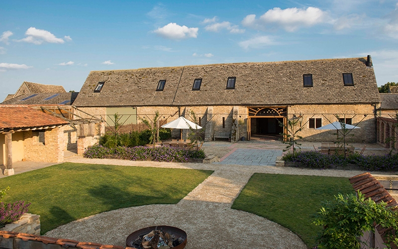 Oxleaze Barn wedding venue in Gloucestershire | CHWV