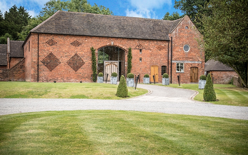 Rustic Wedding Venue in Warwickshire | Shustoke Barn | CHWV