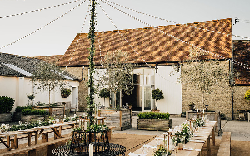 barn wedding venue in oxfordshire stratton court barn chwvstratton court barn