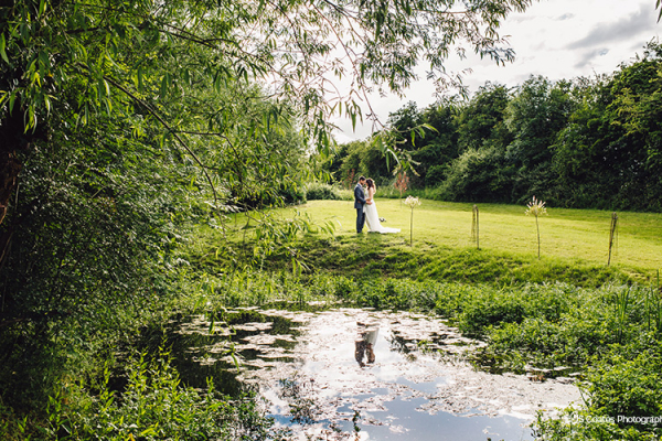 The beautiful grounds at Blackwell Grange barn wedding venue in Warwickshire | CHWV