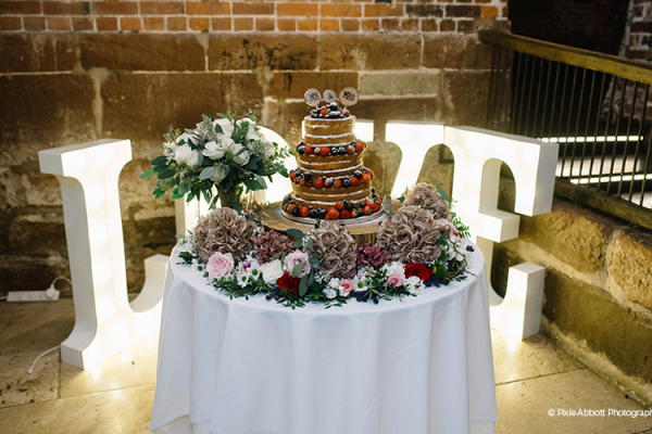 Wedding Cake at Curradine Barns | Wedding Venues Worcestershire