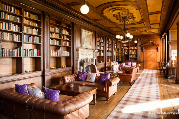 The relaxing library at Gosfield Hall wedding venue in Essex | CHWV