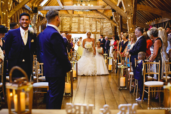 Wedding-ceremony-at-this-beautiful-barn-wedding-venue