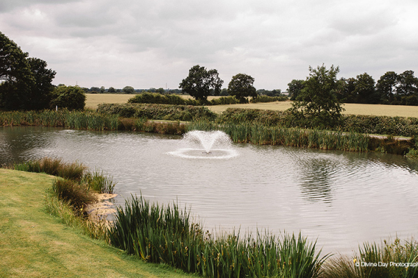 The beautiful water feature at Alrewas Hayes wedding venue in Staffordshire | CHWV