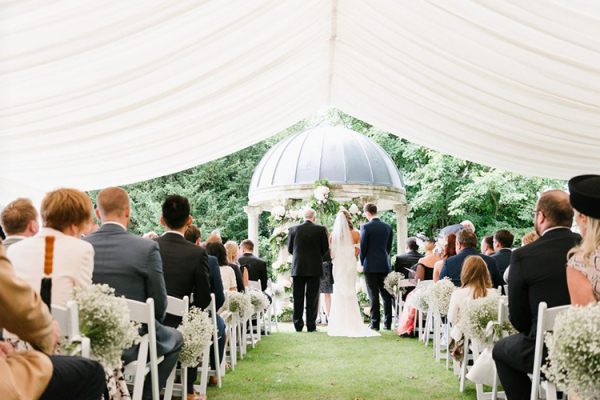 A romantic outdoor wedding ceremony at Ardington House wedding venue in Oxfordshire | CHWV