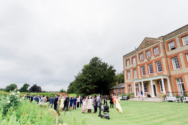 A drinks reception on the lawn at Ardington House wedding venue in Oxfordshire | CHWV
