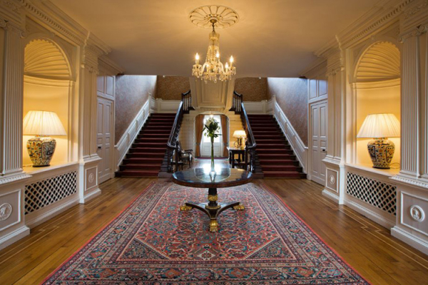 The entrance hall at Ardington House wedding venue in Oxfordshire | CHWV