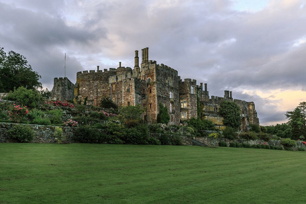 Berkeley Castle wedding venue in Gloucestershire | CHWV