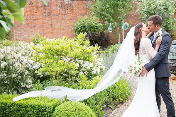 A happy couple in the beautiful grounds at Braxted Park in Essex | CHWV