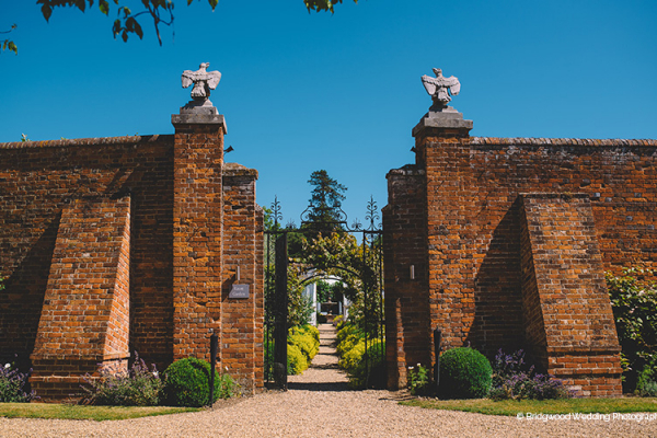 The entrance to Braxted Park country house wedding venue in Essex | CHWV