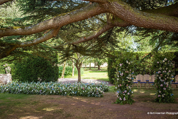 The beautiful grounds at Brinsop Court country house wedding venue in Herefordshire | CHWV