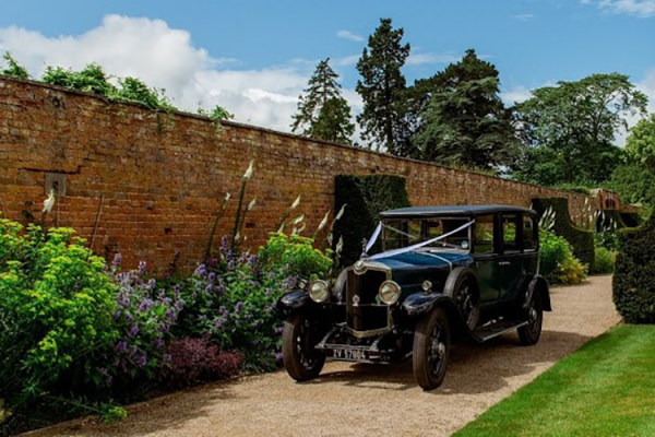 Arrival in style at Combermere Abbey wedding venue in Shropshire | CHWV