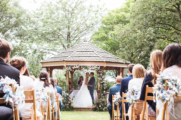 An outdoor wedding ceremony at Crockwell Farm wedding venue in Northamptonshire | CHWV