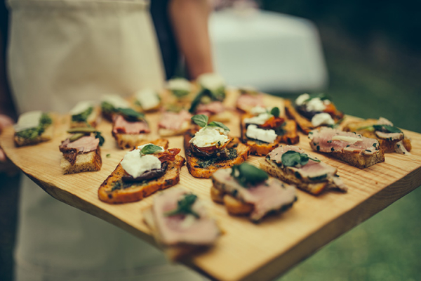 Drinks reception canapés at Crockwell Farm wedding venue in Northamptonshire | CHWV