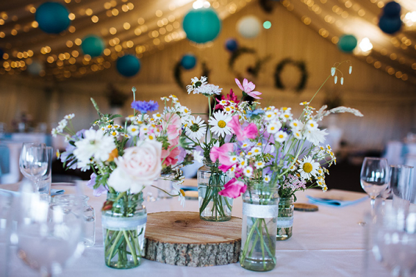 Beautiful table decorations at Crockwell Farm wedding venue in Northamptonshire | CHWV