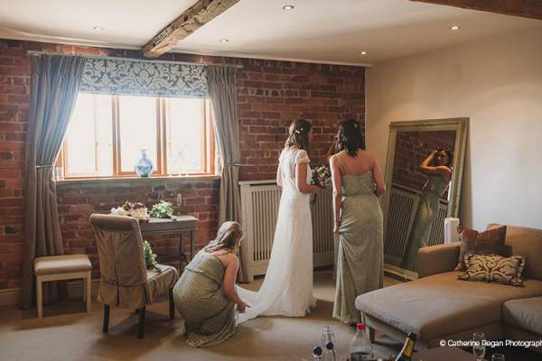 Getting ready at Curradine Barns wedding venue in Worcestershire | CHWV