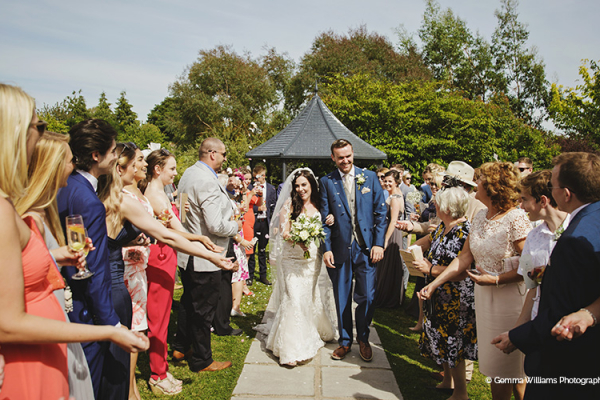 An outdoor wedding ceremony at Curradine Barns wedding venue in Worcestershire | CHWV