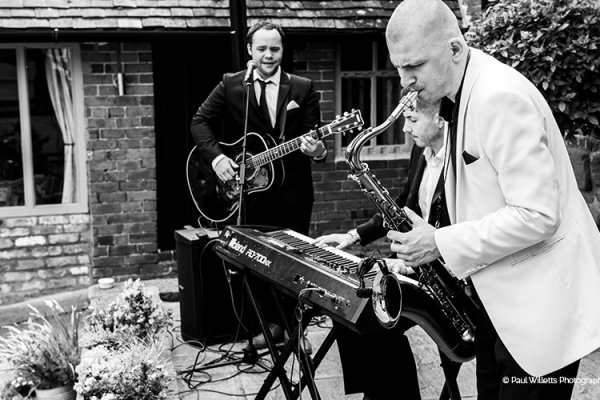 Entertainment in the courtyard at Curradine Barns wedding venue in Worcestershire | CHWV