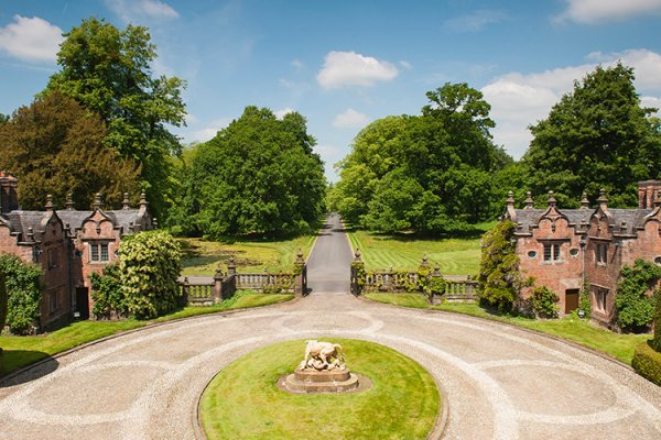 A view of the courtyard at Dorfold Hall wedding venue in Cheshire | CHWV