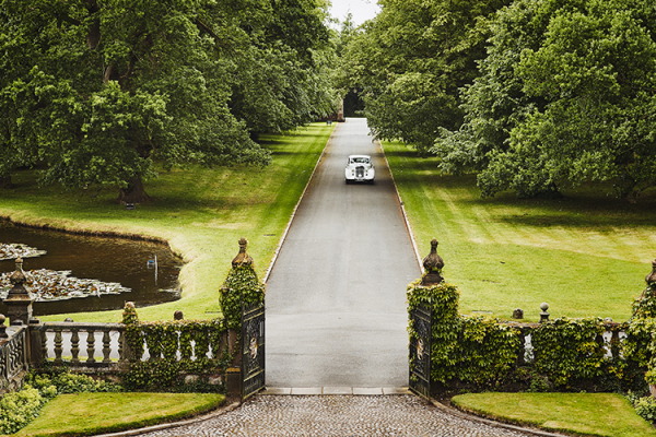 Arriving in style at Dorfold Hall wedding venue in Cheshire | CHWV