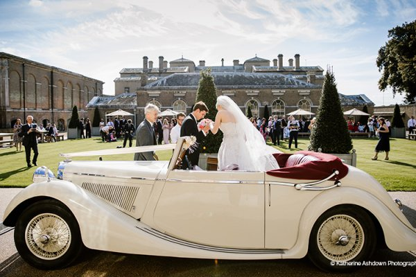 Arriving in style at the beautiful Holkham Hall wedding venue in Norfolk | CHWV