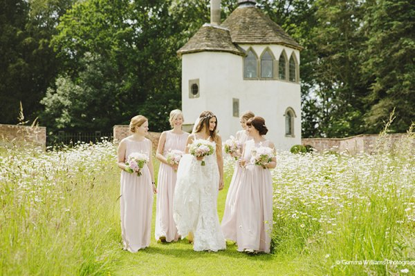 A bride and her bridesmaids at Homme House wedding venue in Herefordshire | CHWV