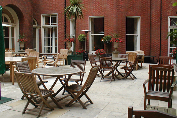 The courtyard at Lansdowne Club