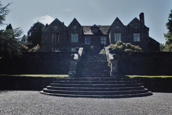 The steps and courtyard outside Llanvihangel Court wedding venue in Monouthshire | CHWV