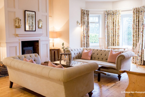 Relaxing in the house at Miillbridge Court wedding venue in Surrey | CHWV