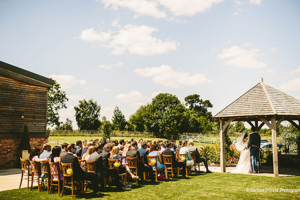 A romantic outdoor wedding ceremony at Mythe Barn wedding venue in Leicestershire | CHWV