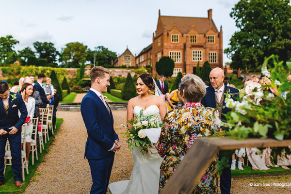 Outdoor wedding ceremony at Oxnead Hall wedding venue in Norfolk | CHWV