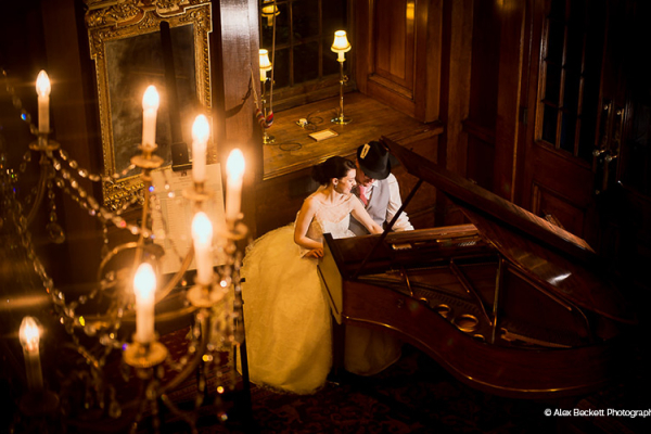 Wedding couple play piano at Skinners Hall wedding venue in London | CHWV